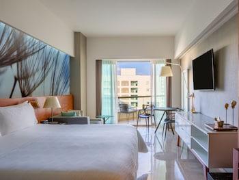Premium Room, 1 King Bed, Non Smoking, Garden View