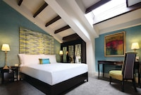 Deluxe Room (Windows subject to availability )