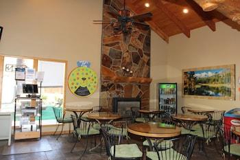 大松樹山林別墅飯店 Big Pines Mountain House