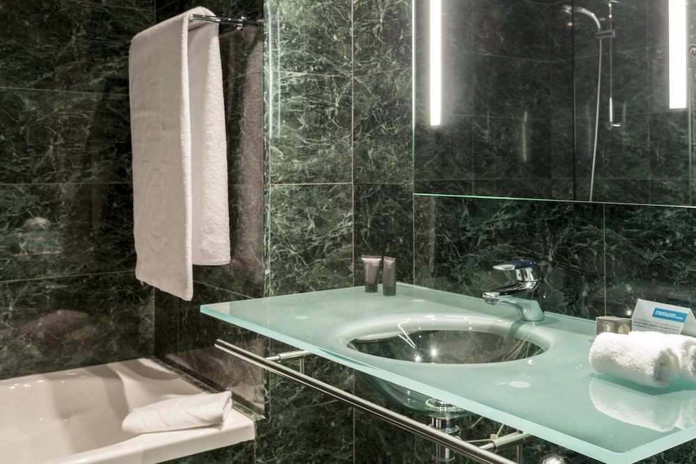 AC 호텔 히혼 바이 메리어트(AC Hotel Gijón by Marriott) Hotel Thumbnail Image 37 - Bathroom
