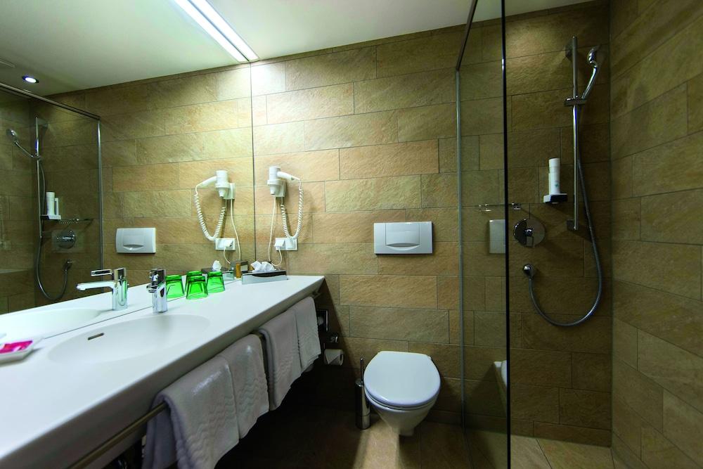 모멘텀 호텔(Momentum Hotel) Hotel Image 21 - Bathroom