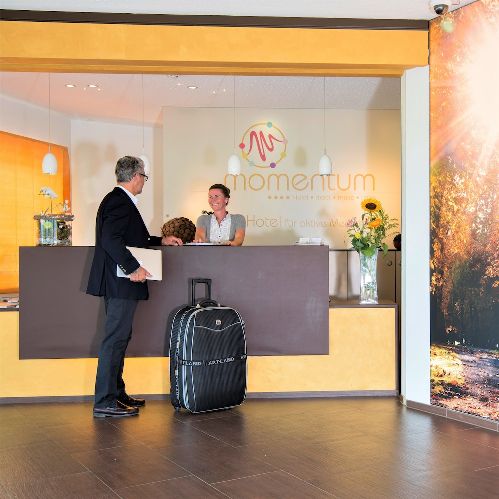 모멘텀 호텔(Momentum Hotel) Hotel Image 2 - Check-in/Check-out Kiosk
