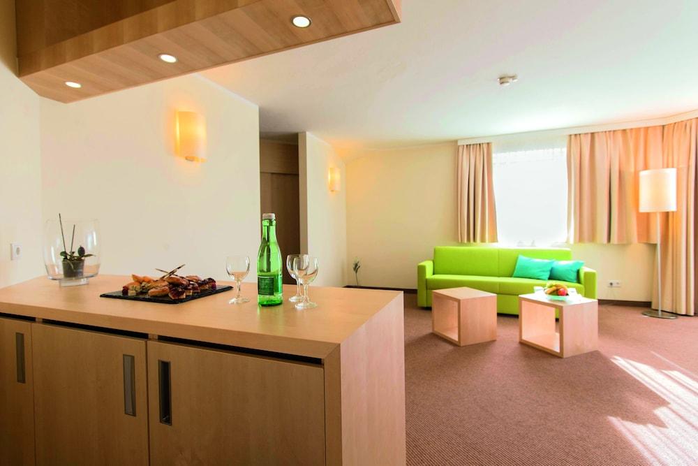 모멘텀 호텔(Momentum Hotel) Hotel Image 16 - Living Area