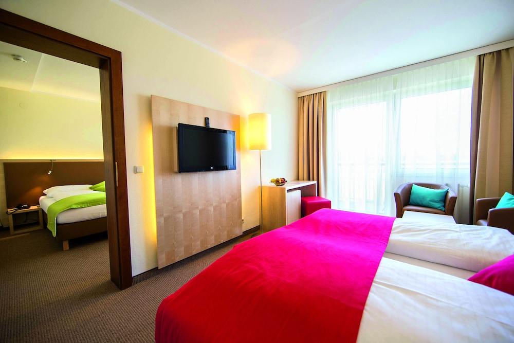 모멘텀 호텔(Momentum Hotel) Hotel Image 4 - Guestroom