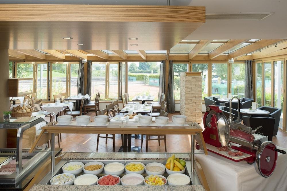 모멘텀 호텔(Momentum Hotel) Hotel Image 47 - Breakfast Area