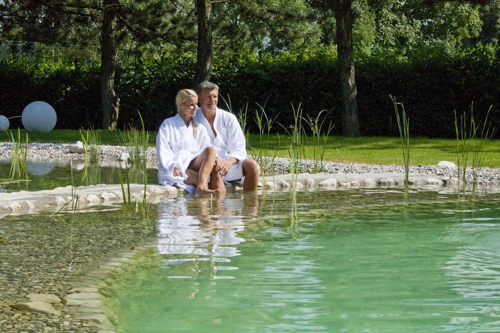 모멘텀 호텔(Momentum Hotel) Hotel Image 24 - Natural Pool