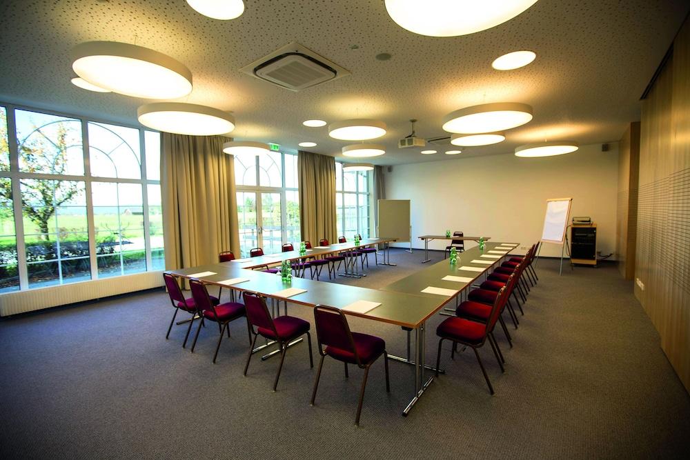 모멘텀 호텔(Momentum Hotel) Hotel Image 55 - Meeting Facility