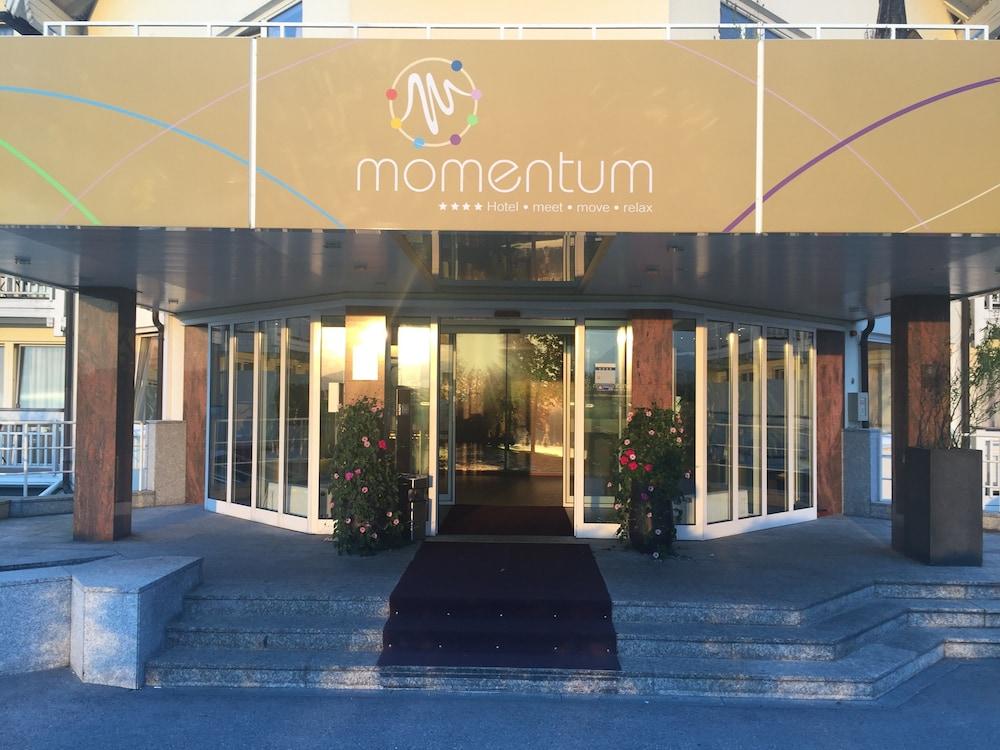 모멘텀 호텔(Momentum Hotel) Hotel Image 60 - Hotel Entrance
