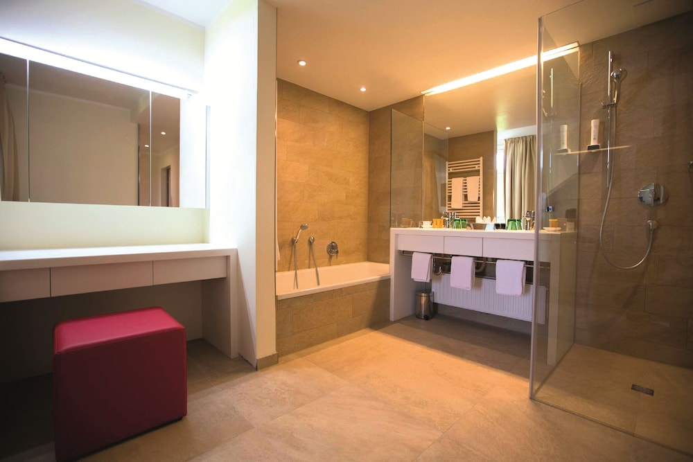 모멘텀 호텔(Momentum Hotel) Hotel Image 23 - Bathroom
