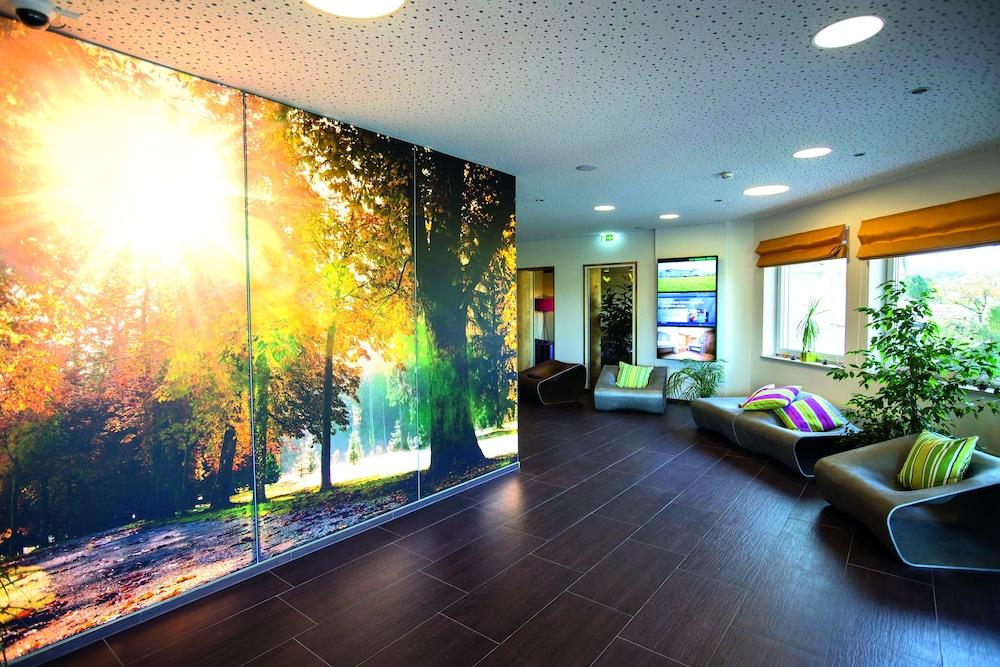 모멘텀 호텔(Momentum Hotel) Hotel Image 1 - Lobby