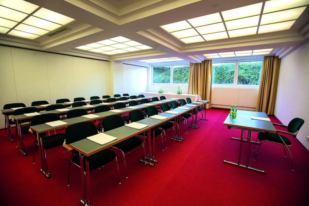 모멘텀 호텔(Momentum Hotel) Hotel Image 54 - Meeting Facility