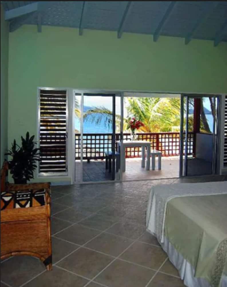 https://i.travelapi.com/hotels/2000000/1150000/1142500/1142462/c7d1c0cf_z.jpg
