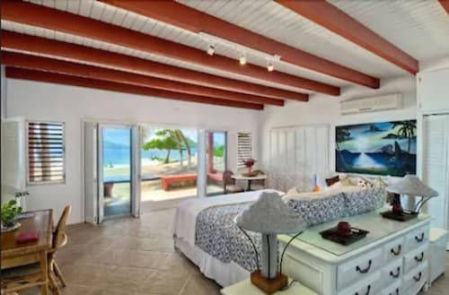 . Fort Recovery Beachfront Villa & Suites Hotel