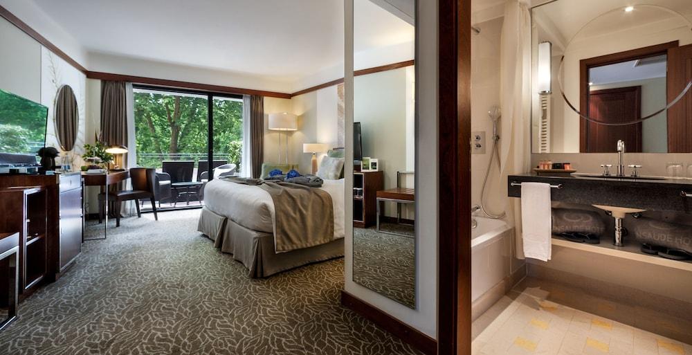 https://i.travelapi.com/hotels/2000000/1150000/1145100/1145025/30ce76ae_z.jpg
