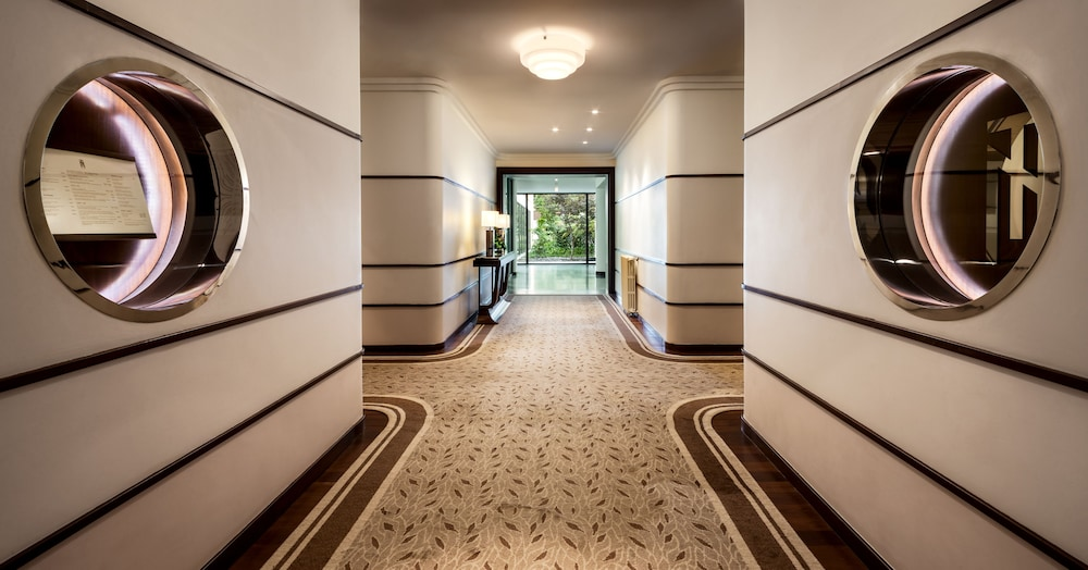https://i.travelapi.com/hotels/2000000/1150000/1145100/1145025/3a267244_z.jpg