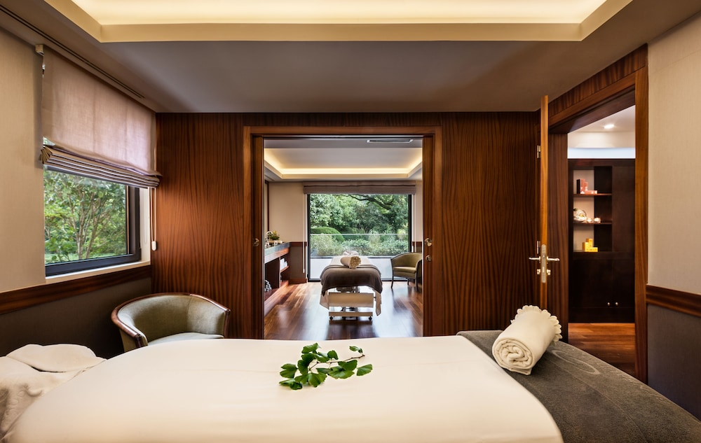 https://i.travelapi.com/hotels/2000000/1150000/1145100/1145025/3f9cfa90_z.jpg