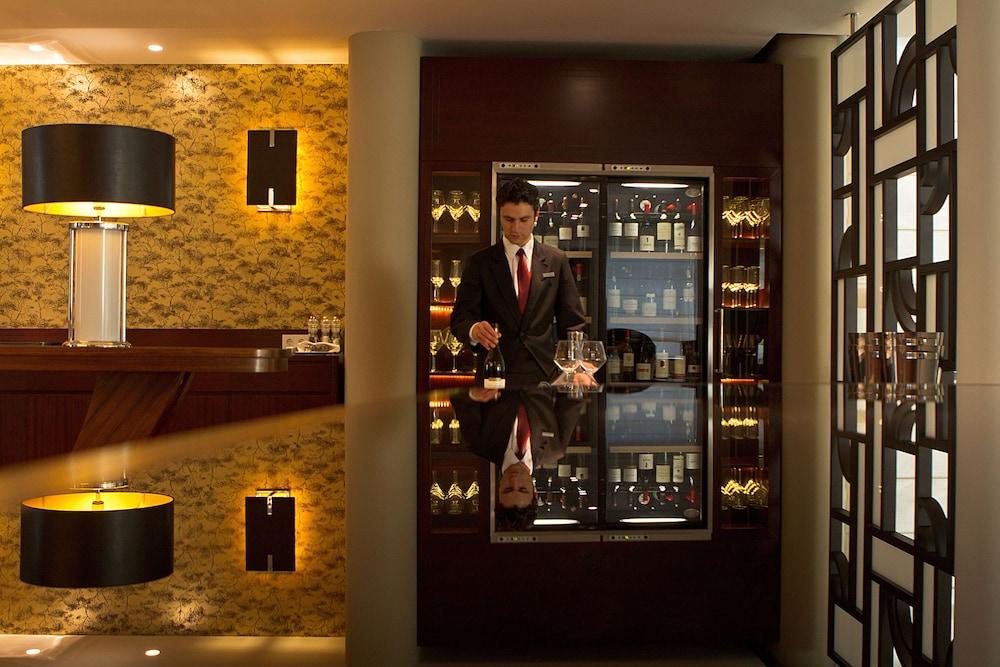 https://i.travelapi.com/hotels/2000000/1150000/1145100/1145025/63e808fb_z.jpg