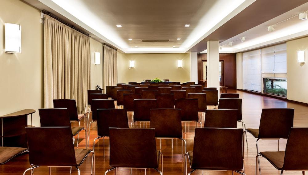 https://i.travelapi.com/hotels/2000000/1150000/1145100/1145025/64c2256b_z.jpg