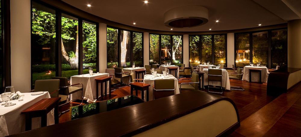 https://i.travelapi.com/hotels/2000000/1150000/1145100/1145025/ce499d5a_z.jpg