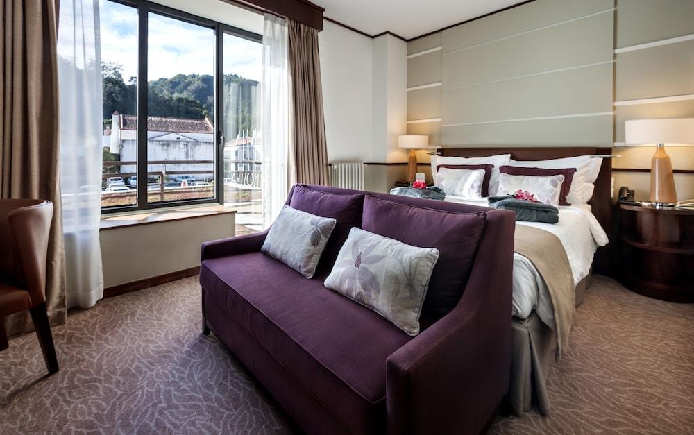 https://i.travelapi.com/hotels/2000000/1150000/1145100/1145025/e3f49f2a_z.jpg
