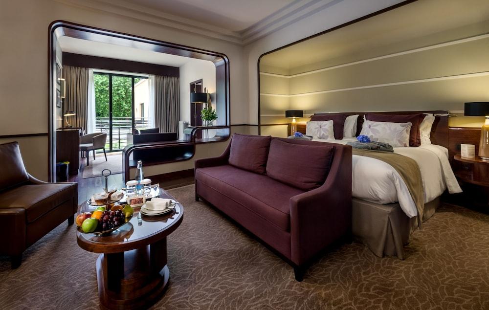 https://i.travelapi.com/hotels/2000000/1150000/1145100/1145025/edac7472_z.jpg
