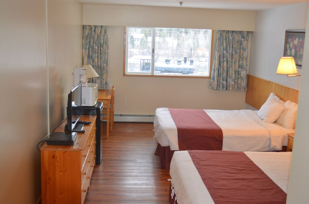 Room : Room, Multiple Beds, Non Smoking (Pets Allowed) 1 of 22