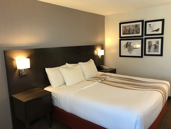 Room, 1 King Bed, Accessible, Mountain View (Mobility Accessible)