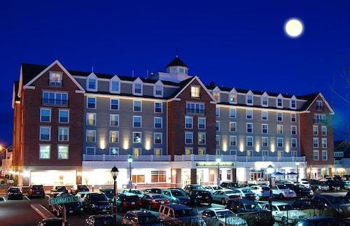 . Salem Waterfront Hotel & Suites