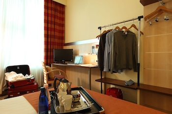 Holiday Inn Express Bologna Fiera - Featured Image  - #0