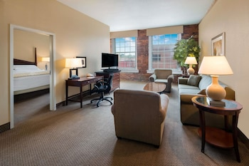 Suite, 1 King Bed, Non Smoking (Mobility Accessible)