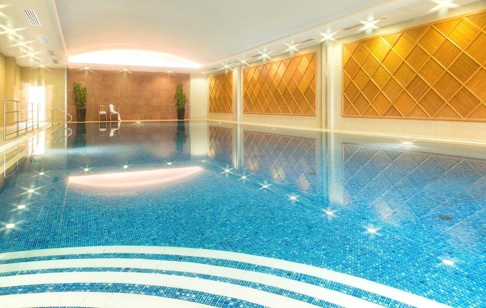 https://i.travelapi.com/hotels/2000000/1150000/1146500/1146412/20c681d5_z.jpg