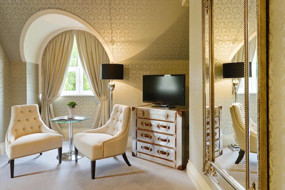 https://i.travelapi.com/hotels/2000000/1150000/1146500/1146412/2109c0a4_z.jpg