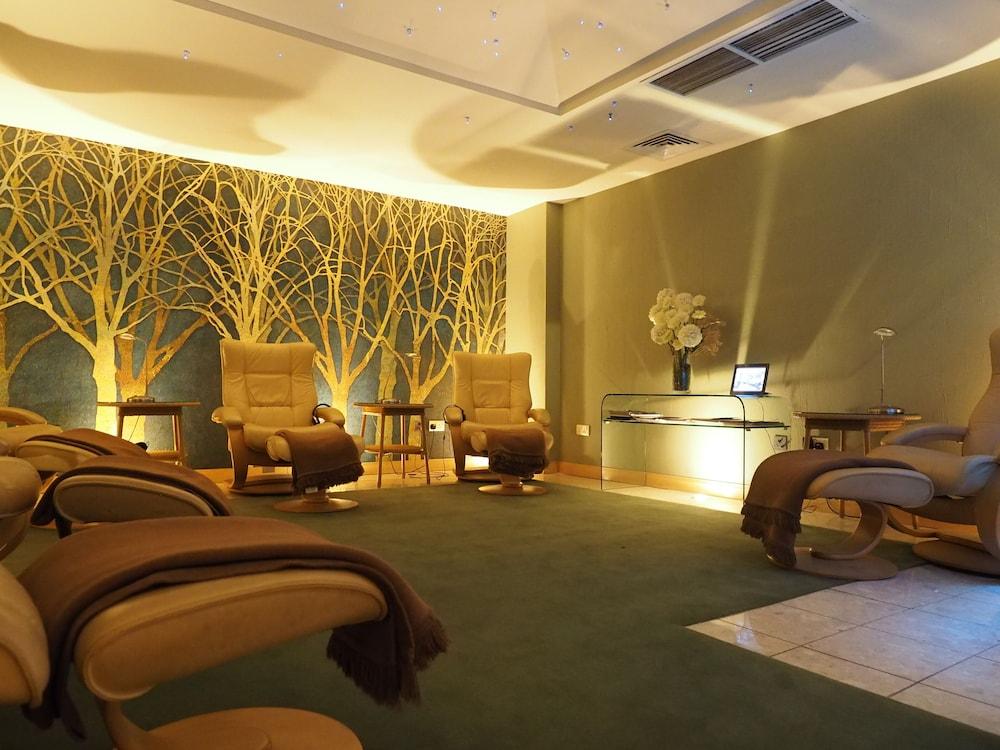 https://i.travelapi.com/hotels/2000000/1150000/1146500/1146412/4d098057_z.jpg