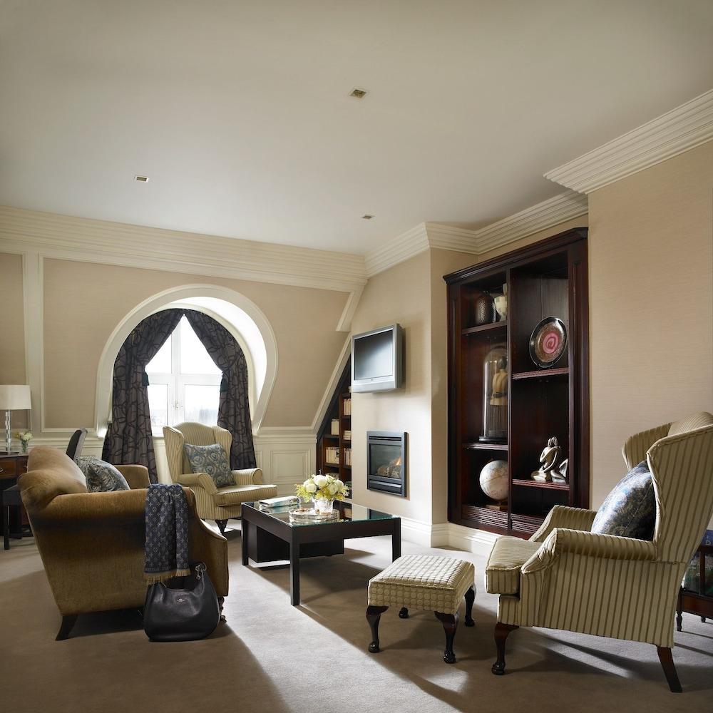 https://i.travelapi.com/hotels/2000000/1150000/1146500/1146412/a75263f6_z.jpg