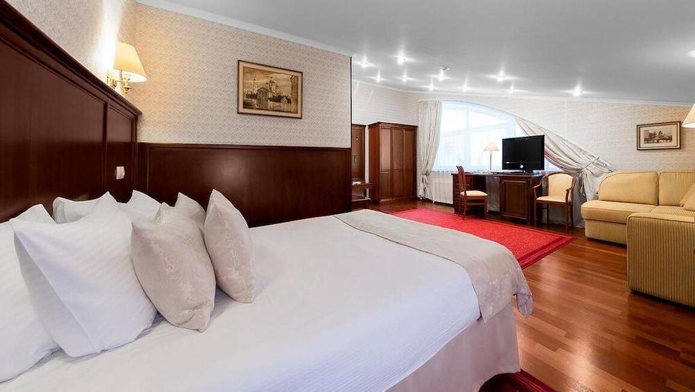 https://i.travelapi.com/hotels/2000000/1150000/1149300/1149297/41372495_z.jpg