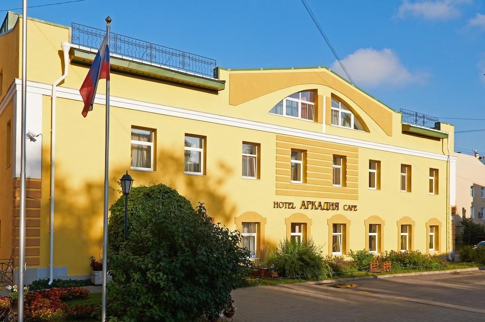https://i.travelapi.com/hotels/2000000/1150000/1149300/1149297/c1f05aab_z.jpg