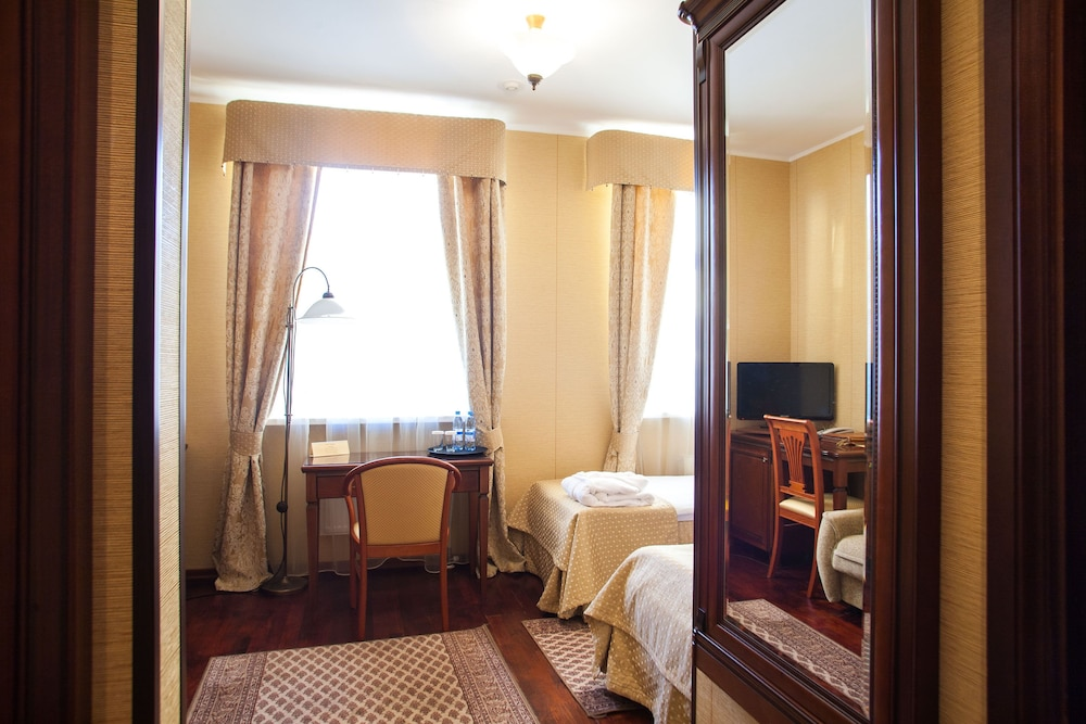 https://i.travelapi.com/hotels/2000000/1150000/1149300/1149297/c3d001c0_z.jpg