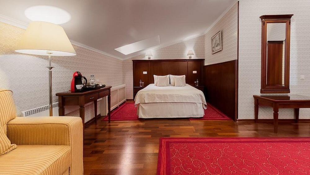 https://i.travelapi.com/hotels/2000000/1150000/1149300/1149297/f1548961_z.jpg