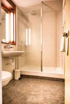 Campanile Deauville St Arnoult - Bathroom  - #0