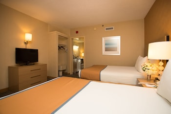 Guestroom at Atlantic Sands Hotel & Conference Center in Rehoboth Beach