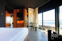 Double Room, Sea View (FREE CITY WIFI)