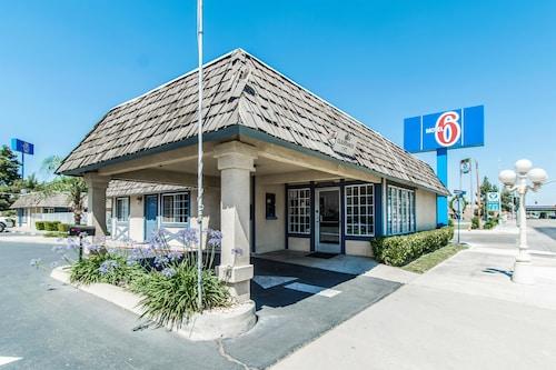 . Motel 6 Kingsburg, CA