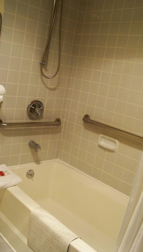 데이즈 인 머피(Days Inn Murphy) Hotel Image 28 - Bathroom