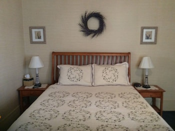 Crescent Lily Inn B&B