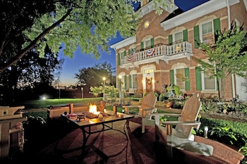 Cloran Mansion Bed & Breakfast