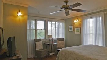 Room, 1 Queen Bed (Ella's Place)