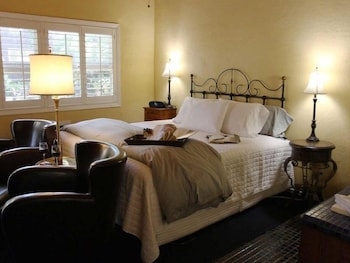 Standard Double Room, Ensuite (Blossom View)