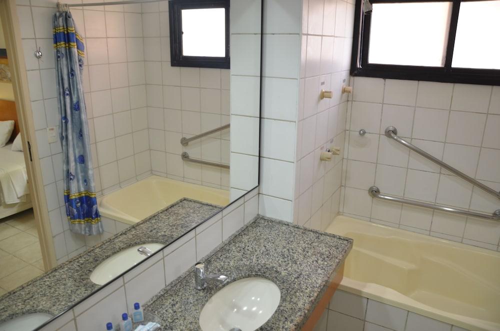 아쿠아빌 리조트(Aquaville Resort) Hotel Image 19 - Bathroom