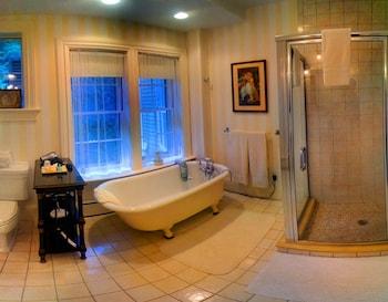 Architects Inn -- George Champlin Mason - Bathroom  - #0