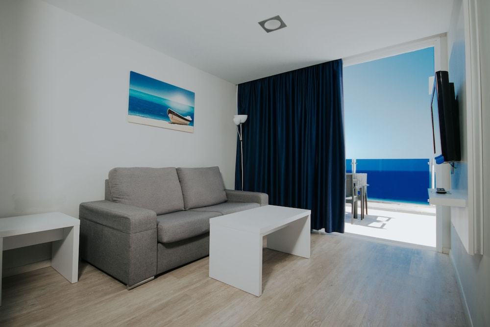 세르바투 푸에르도 아술 - 올 인클루시브(Servatur Puerto Azul - All Inclusive) Hotel Image 16 - Living Area